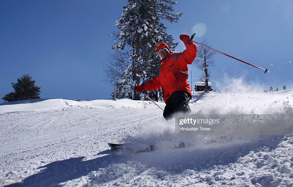 Tourists enjoying at winter sports at Ski resort of Gulmarg in North Kashmir on February 7, 2013 some 50 km from Srinagar, India.