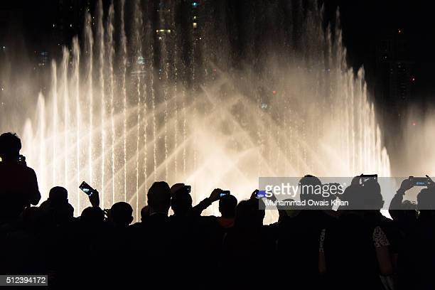 Tourists enjoying Dubai Fountain Show