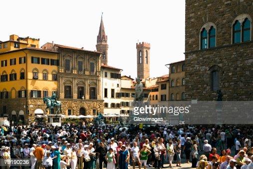 Tourists in a city, Piazza Della Signoria, Florence, Tuscany, Italy : Foto de stock