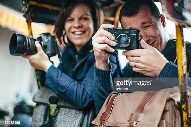 Turistas en una carretilla