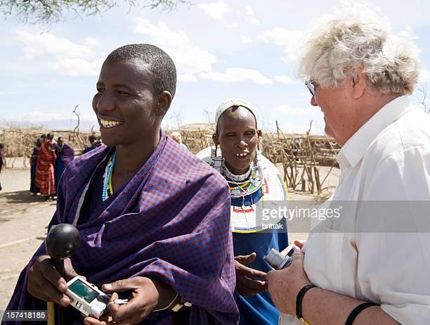 Turisti in villaggio Masai.