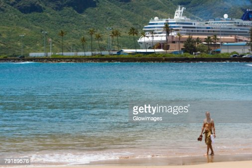 Tourists on the beach, Nawiliwili Beach Park, Kauai, Hawaii Islands, USA : Foto de stock