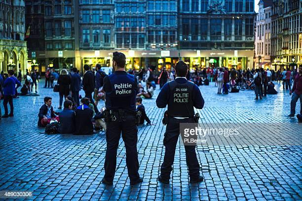 Turistas en la Grand Place en Bruselas.