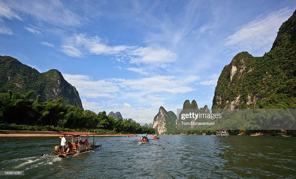 Tourists on the Li River heading for Yangshuo : Stock Photo