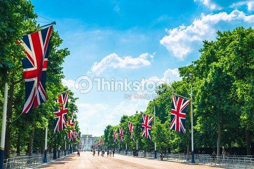 Tourists on The Mall walking towards Buckingham Palace : Stock Photo