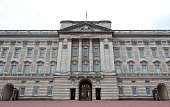 Tourists pose for photographs outside Buckingham Palace on September 9 2015 in London England Today Her Majesty Queen Elizabeth II becomes the...