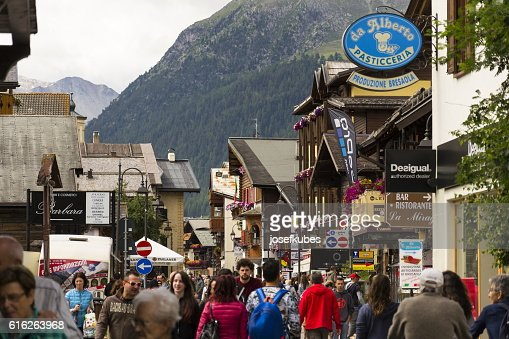Tourists shopping on streets of duty-free area in Livigno, Italy : Stock Photo