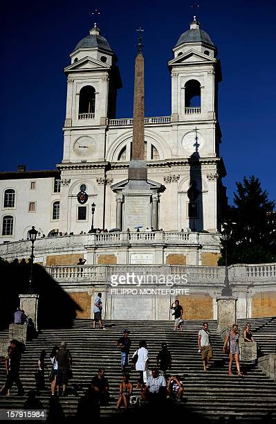 Tourists sit on the Spanish Steps in downtown Rome on August 1 2010 AFP PHOTO/ FILIPPO MONTEFORTE
