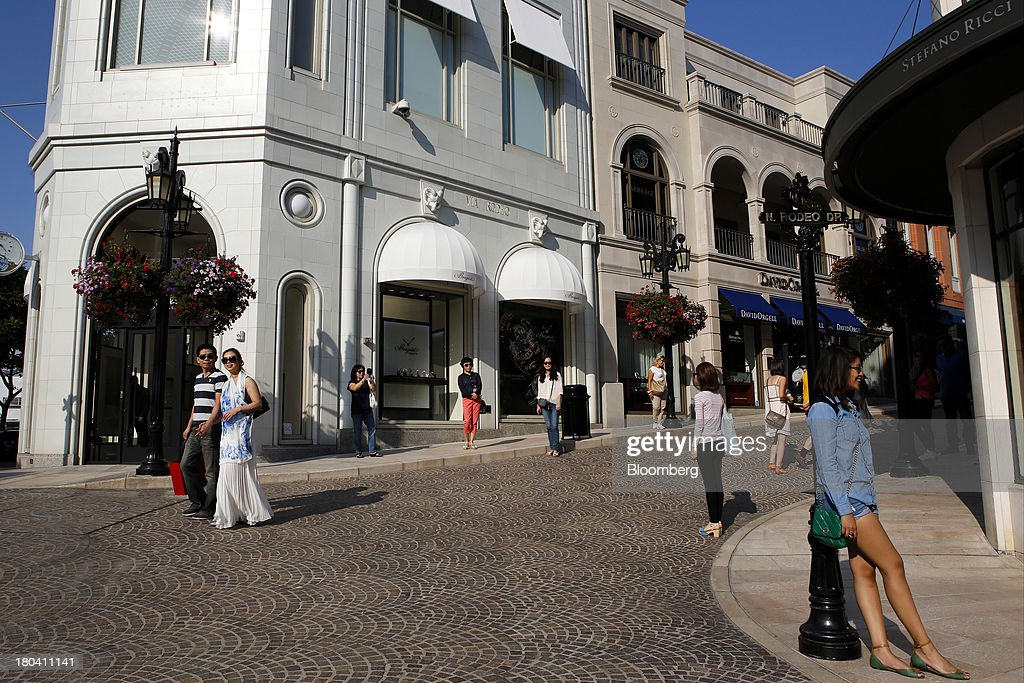 Tourists stand for photographs while shopping on Rodeo Drive in Beverly Hills, California, U.S., on Wednesday, Sept. 11, 2013. The U.S. Census Bureau is scheduled to release retail sales figures on Sept. 13. Photographer: Patrick T. Fallon/Bloomberg via Getty Images