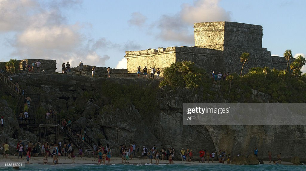 Tourists visit Tulum archaeological park, 130 km south of Cancun, Mexico on December 19, 2012. Mexico is one of five countries preparing to celebrate on December 21, the end of the Maya Long Count Calendar --Baktun 13-- which began in 3114 BC. AFP PHOTO/Pedro Pardo