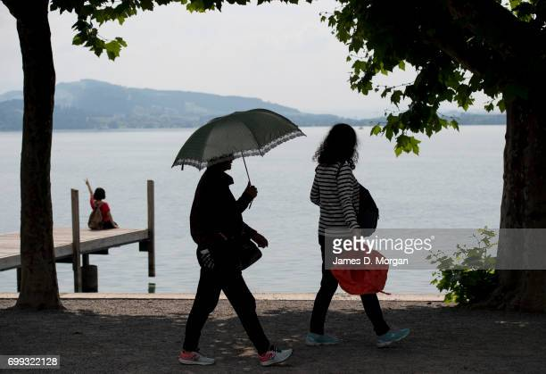 Tourists visting Lake Zug keep cool on the longest day of 2017 on June 21 2017 in Zug Switzerland The summer solstice was celebrated in the...