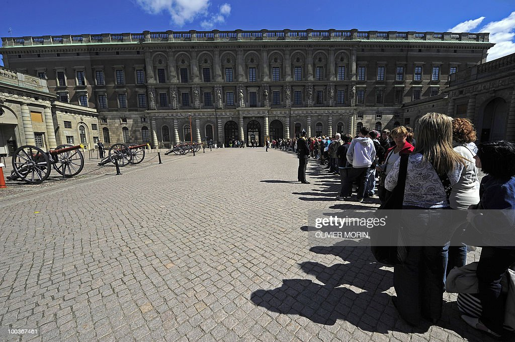 Tourists wait for the changing of the guard in front of the Royal Castle in Stockholm on May 24, 2010. Many tourists paid a visit to the Swedish capital less than a month before Crown Princess Victoria 's wedding.