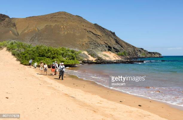Touristen gehen in der Dünen, Galapagos-Inseln