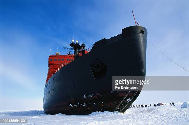 Tourists with Russian nuclear icebreaker on way to North Pole