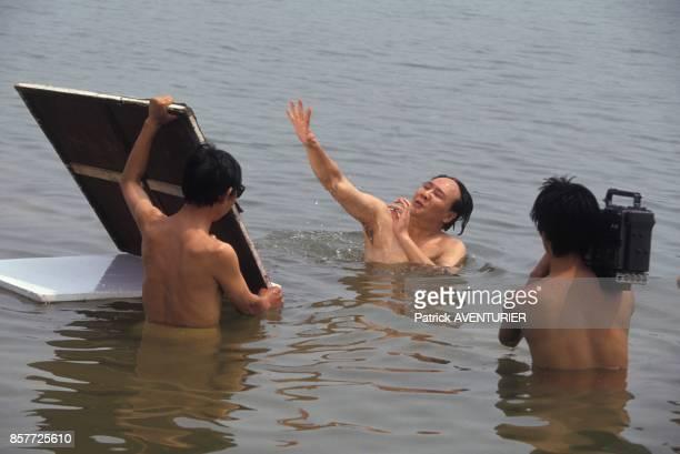 Tournage d'une scene de baignade se deroulant en 1956 pour le film mis en scene par Cai Jiwei sur la vie de Mao Tse Toung incarne par Gu Yue en...