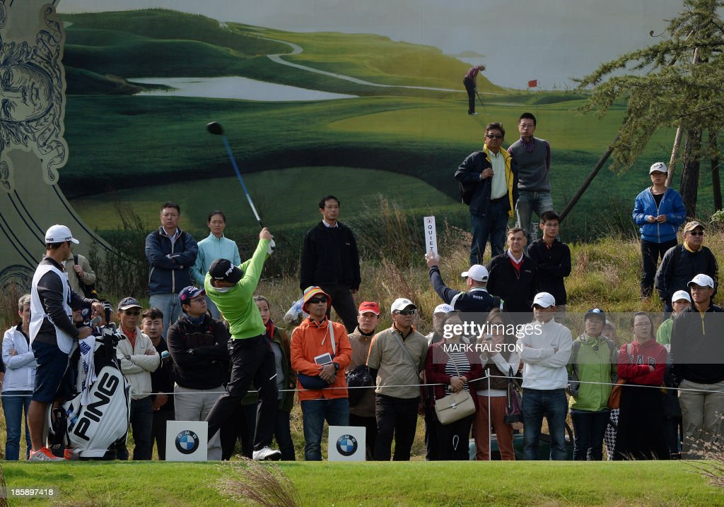 Tournament leader Luke Guthrie of the US (front centre L, in green) tees off at the 9th hole during the third day of the BMW Shanghai Masters golf tournament at the Lake Malaren Golf Club in Shanghai on October 26, 2013. Guthrie finished the second day on 8 under par at the 7 million USD event which is being held for the second time at the Lake Malaren Golf Club. AFP PHOTO/Mark RALSTON