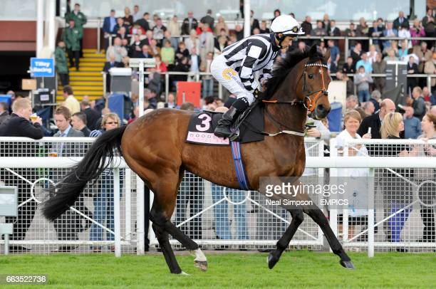 Tournedos ridden by jockey Silvestre de Sousa during the Boodles Diamond Roulette Handicap