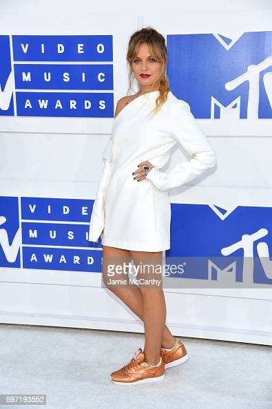 tove-lo-attends-the-2016-mtv-video-music-awards-at-madison-square-on-picture-id597193552