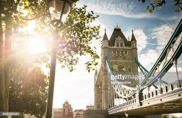 Tower bridge in de schemering