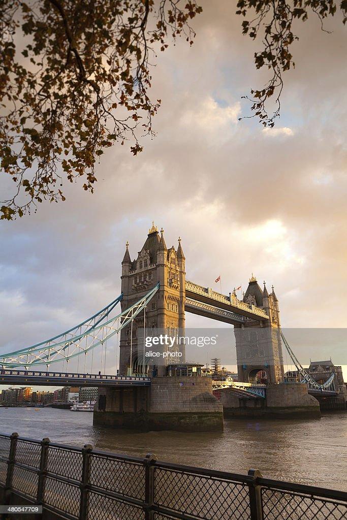 Tower Bridge, Londres, Inglaterra, Reino Unido : Foto de stock