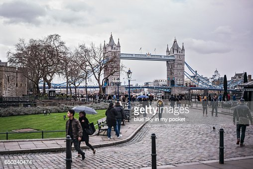 Tower bridge London on a over cast winters day : ストックフォト