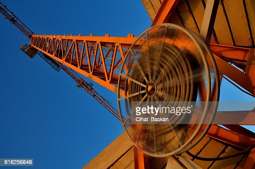 Tower Crane in orange color : Foto de stock