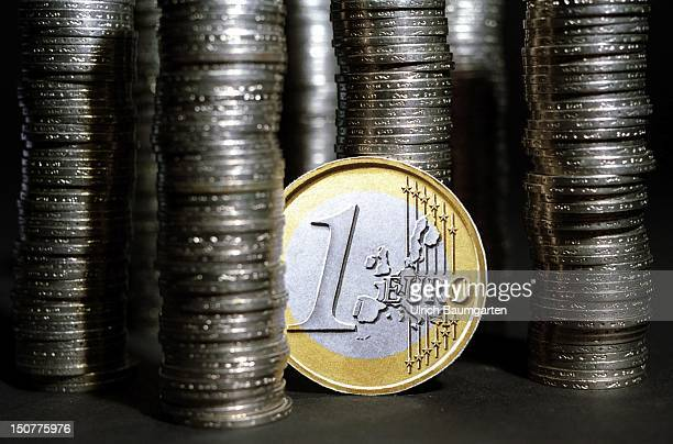 Towers of 1 DM coins in between a 1 Euro coin