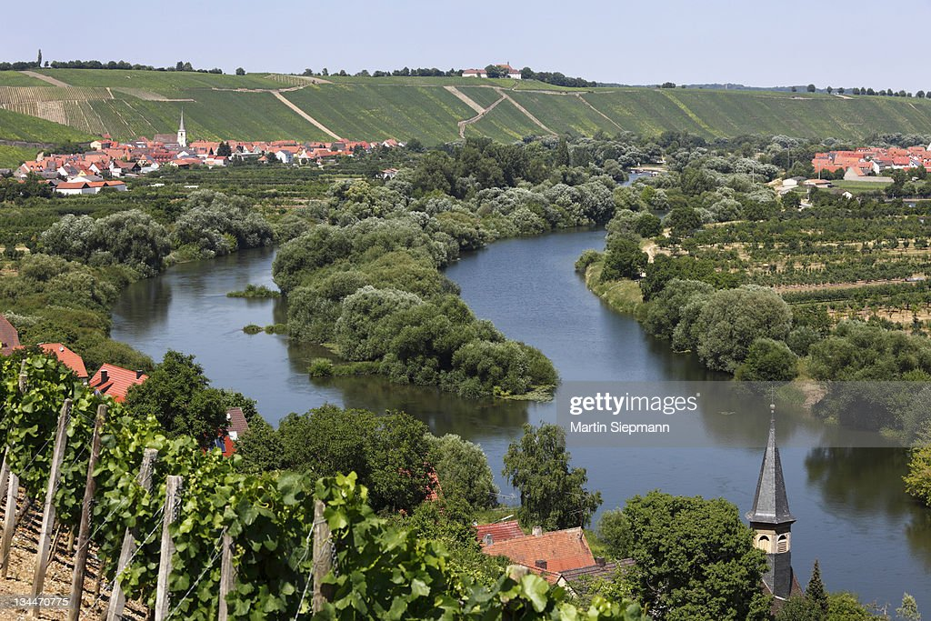 Towns of Koehler, front, Escherndorf, left and Nordheim am Main, Mainschleife, loop in the Main River, Mainfranken, Lower Franconia, Franconia, Bavaria, Germany, Europe