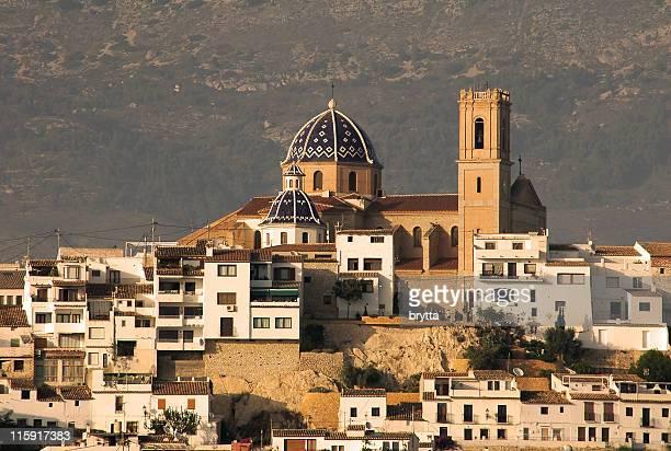 Vista de población de la zona histórica llamada old town de Altea, Costa Blanca, España
