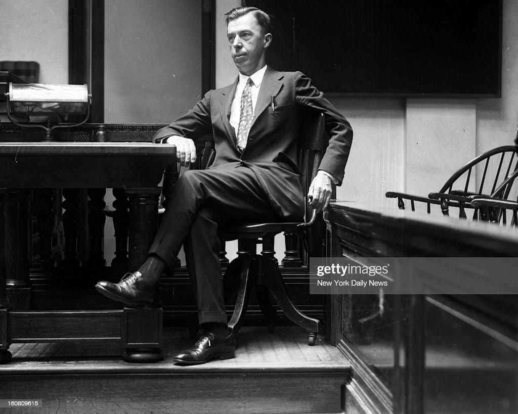 Toxicologist Dr. Alexander Gettler at murder trial for Mrs. Mary Frances Creighton. Gettler testified Mrs. Annie Creighton was not poisoned.