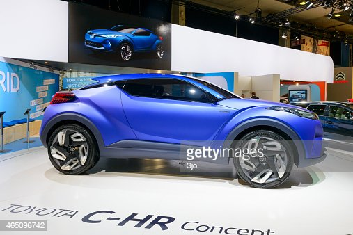 toyota chr crossover concept de voiture hybride photo getty images. Black Bedroom Furniture Sets. Home Design Ideas