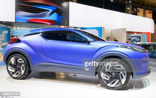 toyota chr crossover concept de voiture hybride photo getty images. Black Bedroom Furniture Sets. Home Design Ideas