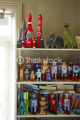 spielzeug auf regal in childs schlafzimmer stock foto thinkstock. Black Bedroom Furniture Sets. Home Design Ideas