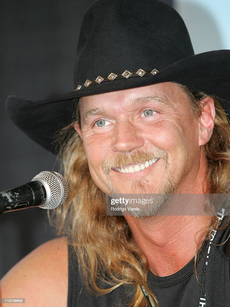 <a gi-track='captionPersonalityLinkClicked' href=/galleries/search?phrase=Trace+Adkins&family=editorial&specificpeople=224686 ng-click='$event.stopPropagation()'>Trace Adkins</a> during Orange Bowl Beach Bash 2005 - Press Conference at Hollywood Beach in Miami, Florida, United States.