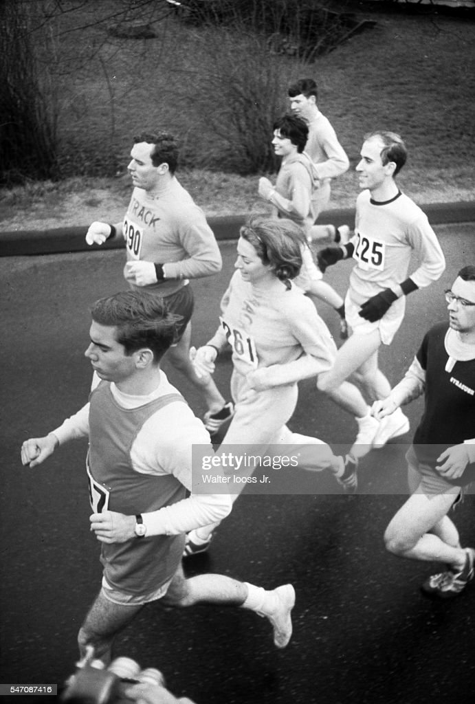 USA Kathrine Switzer (261) in action during race. Women were not officially included in the race until 1972. Walter Iooss Jr. TK1 )
