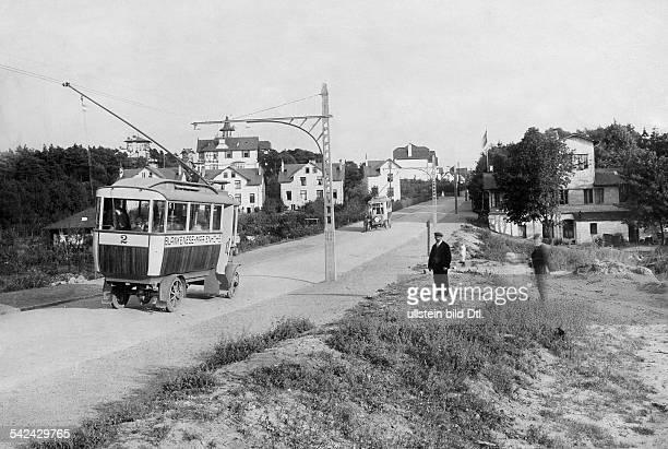 Trackless tram with bipolar overhead line en route Blankenese Marienhoehe 1881Vintage property of ullstein bild