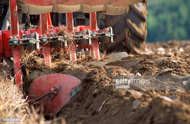 Tracteur ploughing