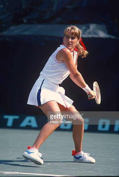 Tracy Austin sets to return a shot during the Women's 1981 US Open Tennis Championships circa 1981 at the USTA Tennis Center in the Queens borough of...