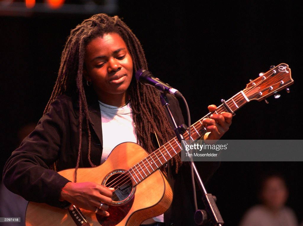 Tracy Chapman Performing at the 15th Annual Bridge Benefit at ...