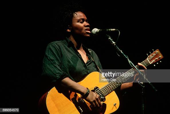Tracy Chapman performs during the Los Angeles stop of the 'Human Rights Now' world tour