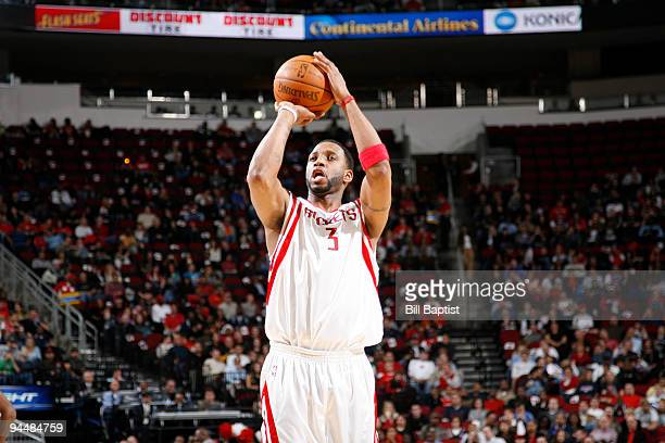 Tracy McGrady of the Houston Rockets shoots the against the Detroit Pistons on December 15 2009 at the Toyota Center in Houston Texas NOTE TO USER...