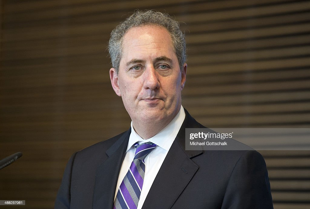 US Trade Representative <a gi-track='captionPersonalityLinkClicked' href=/galleries/search?phrase=Michael+Froman&family=editorial&specificpeople=5935975 ng-click='$event.stopPropagation()'>Michael Froman</a>, attends a meeting with the press after a panel discussion on Transatlantic Free Trade Agreement (TTIP) in the ministry of economy on May 5, 2014 in Berlin, Germany.