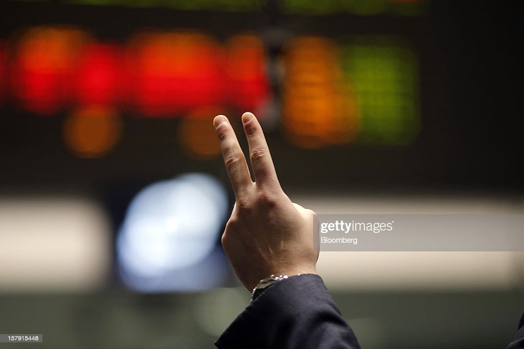 A trader gestures as he trades on the floor of the London Metal Exchange (LME) in London, U.K., on Friday, Dec. 7, 2012. The London Metal Exchange's $2.2 billion takeover by the Hong Kong Exchanges & Clearing Ltd. was completed yesterday. Photographer: Simon Dawson/Bloomberg via Getty Images