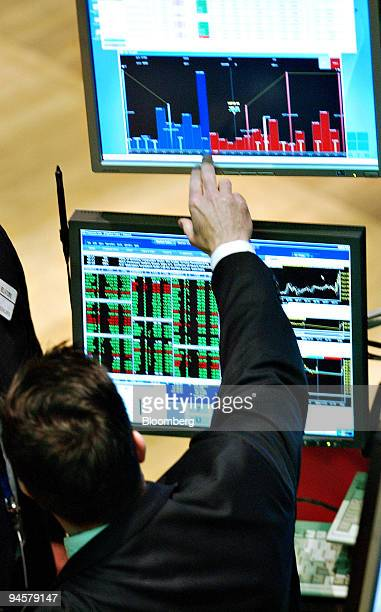 A trader points to a bar graph on the floor of the New York Stock Exchange in New York Tuesday May 29 2007 US stocks climbed for a second day after...