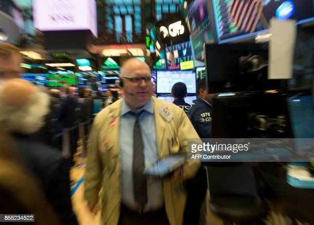 A trader works at the closing bell of the Dow Jones Industrial Average at the New York Stock Exchange on September 28 2017 in New York / AFP PHOTO /...