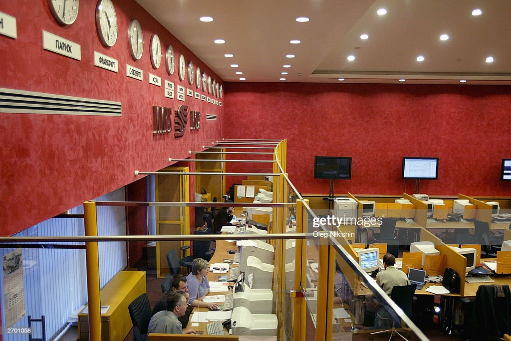 Moscow Currency Traders Monitor The Effects Of Yukos ...