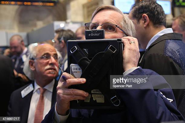 Traders buy Verizon shares on the floor of the New York Stock Exchange on February 24 2014 in New York City As stocks continue to bounce back after a...