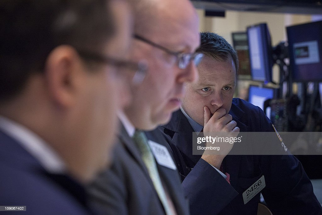 Traders view a monitor while working on the floor of the New York Stock Exchange (NYSE) in New York, U.S., on Monday, Jan. 7, 2013. U.S. stocks fell, after the Standard & Poor's 500 Index climbed to a five-year high, as investors awaited the start of the corporate earnings season tomorrow. Photographer: Scott Eells/Bloomberg via Getty Images