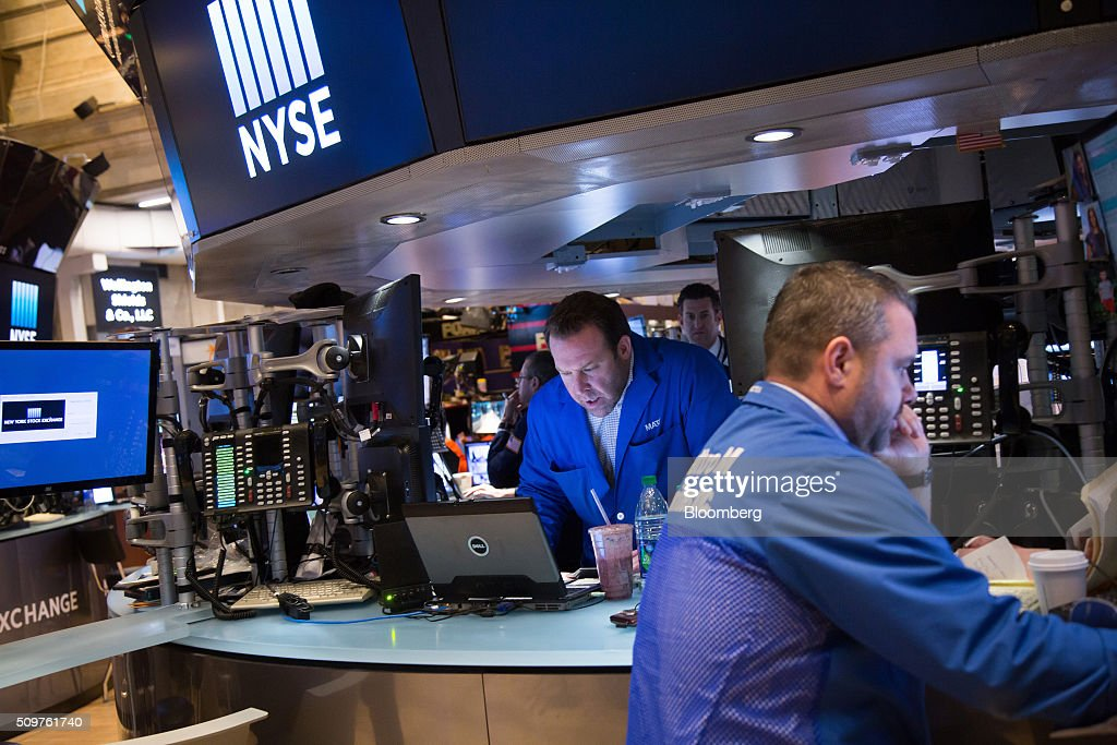 Traders work on the floor the New York Stock Exchange (NYSE) before the opening bell in New York, U.S., on Friday, Feb. 12, 2016. U.S. stocks advanced after the opening bell, with the Standard & Poor's 500 Index snapping its longest losing streak since September, as crude prices rebounded and data showed retail sales increased for a third month in January. Photographer: Michael Nagle/Bloomberg via Getty Images