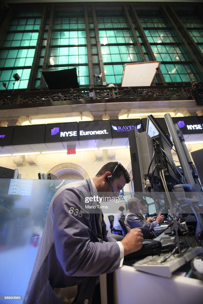 Traders work on the floor of the New York Stock Exchange before the closing bell May 6, 2010 in New York City. The Dow plunged almost 1000 points before closing down 347 on Greek debt fears.